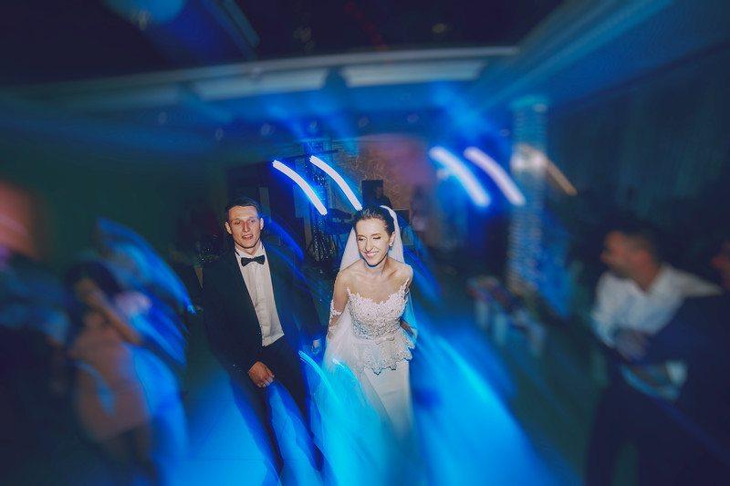 under budget wedding
